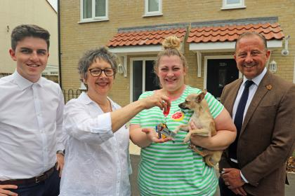 Hollie Shreeve centre right receives the keys for her new home from Cllr Gail Harris sm